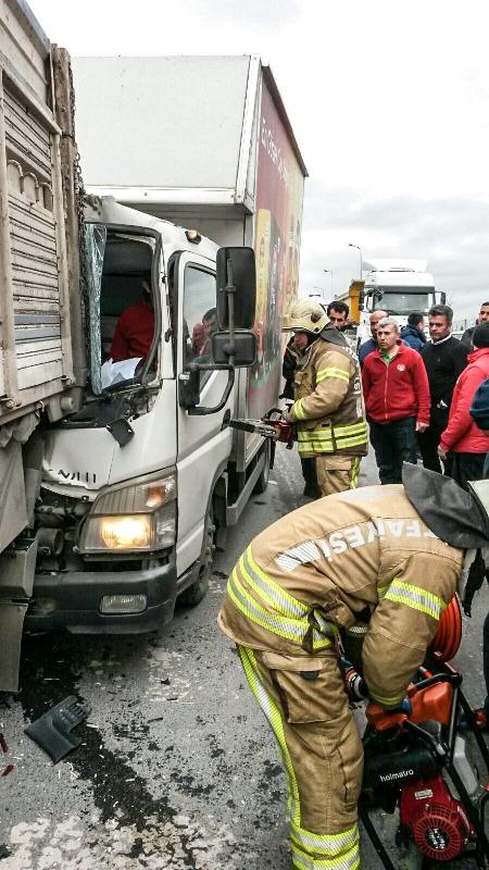 Bahçeşehirde trafik kazası - Haberler - İstanbul İtfaiyesi