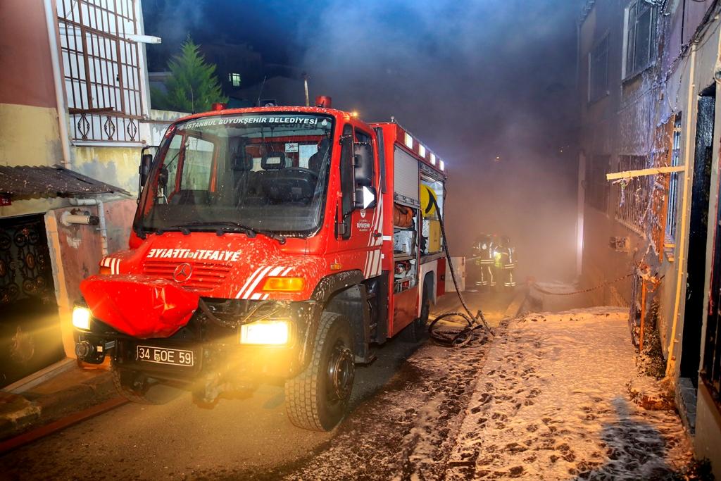 Ayvansarayda ahşap bina yangını - Haberler - İstanbul İtfaiyesi