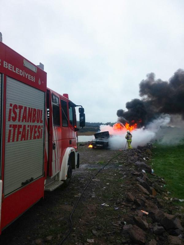 Pendikte araç yangını - Haberler - İstanbul İtfaiyesi