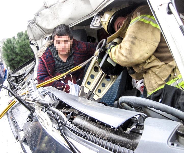 Sefaköyde trafik kazası - Haberler - İstanbul İtfaiyesi