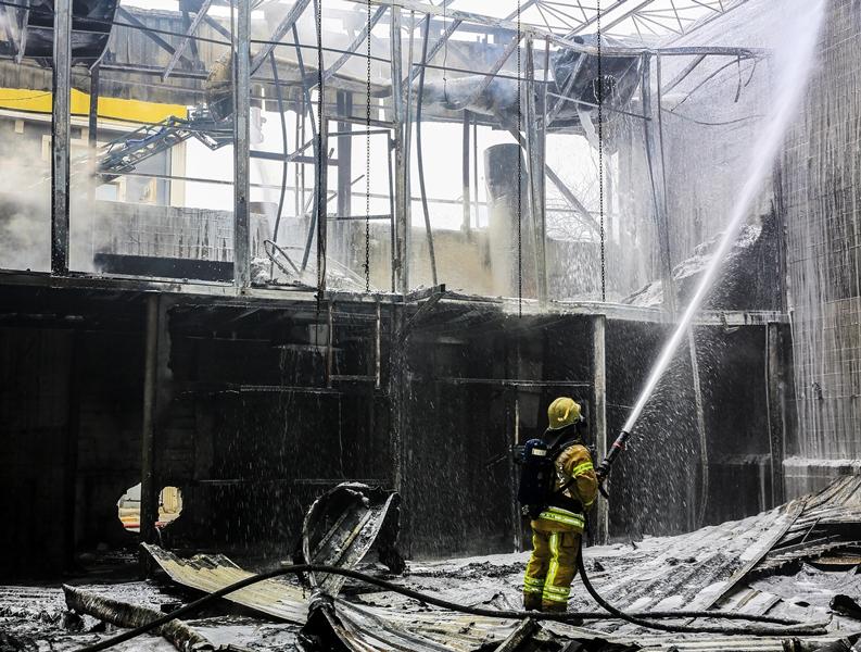 Bayrampaşada iş yeri yangını - Haberler - İstanbul İtfaiyesi
