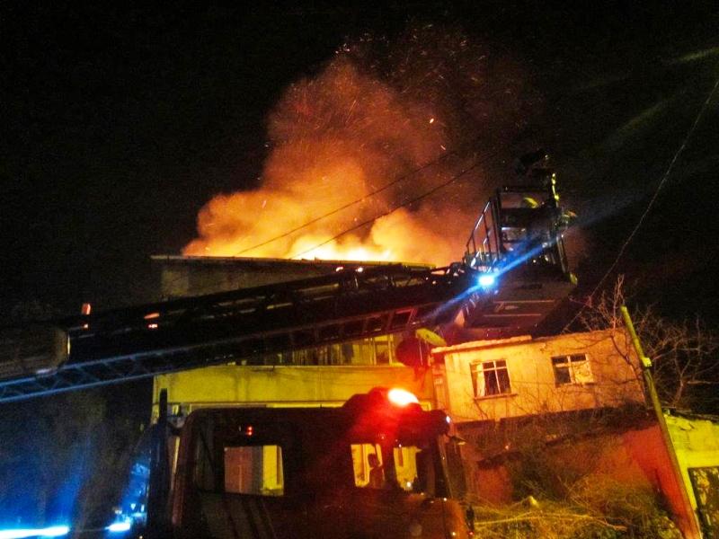 Pendikte çatı yangını - Haberler - İstanbul İtfaiyesi