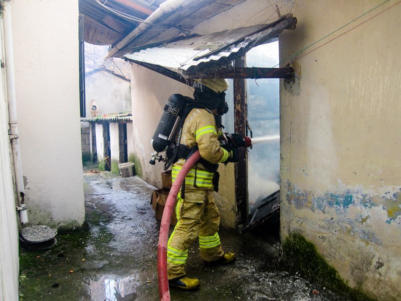 Kartalda gecekondu yangını - Haberler - İstanbul İtfaiyesi