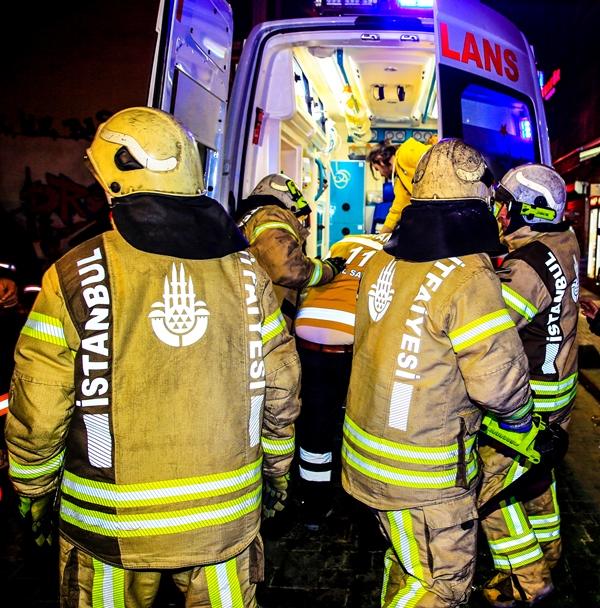 Beyoğluda otel yangını - Haberler - İstanbul İtfaiyesi