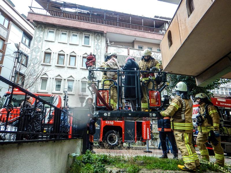 Avcılarda daire yangını - Haberler - İstanbul İtfaiyesi