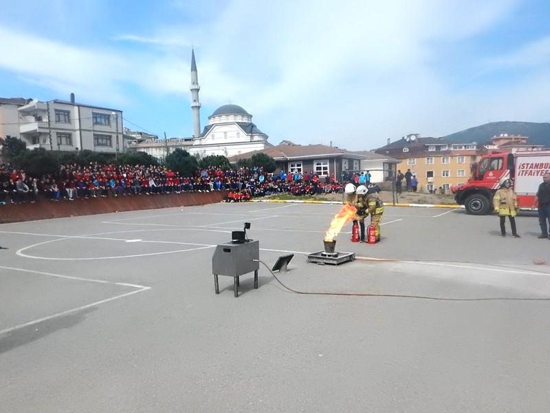 Öğrenci kardeşlerimizi yangına karşı bilinçlendirmeye devam ediyoruz - Haberler - İstanbul İtfaiyesi