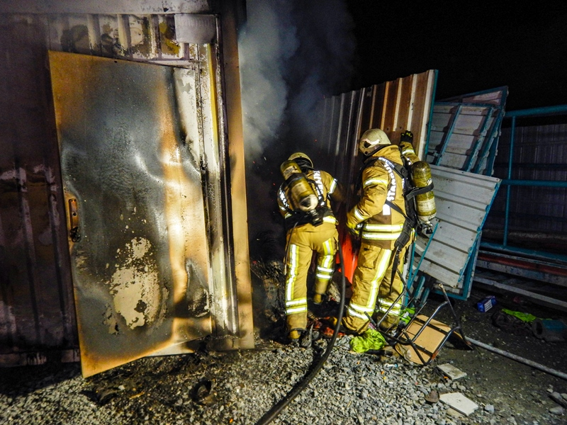 Boğazköyde konteyner yangını - Haberler - İstanbul İtfaiyesi