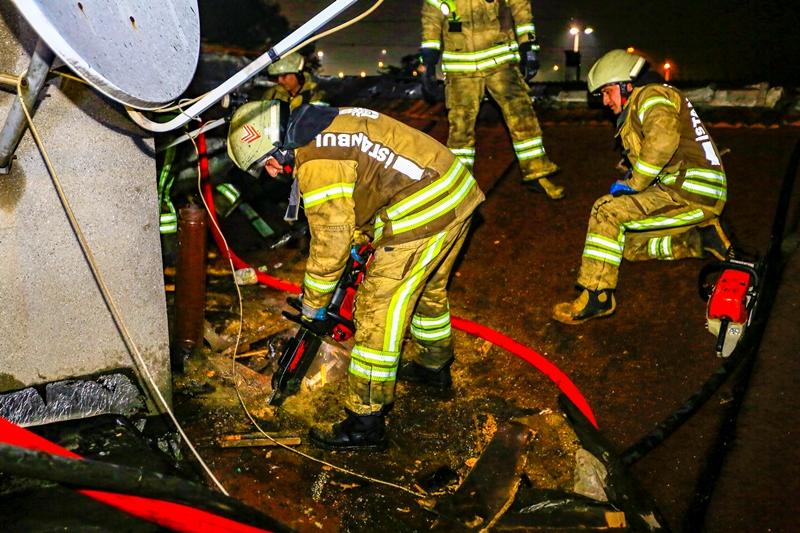 Kocamustafapaşada çatı yangını - Haberler - İstanbul İtfaiyesi