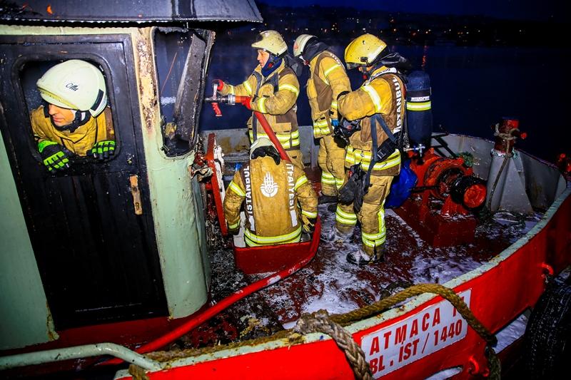 Balatda gemi yangını - Haberler - İstanbul İtfaiyesi