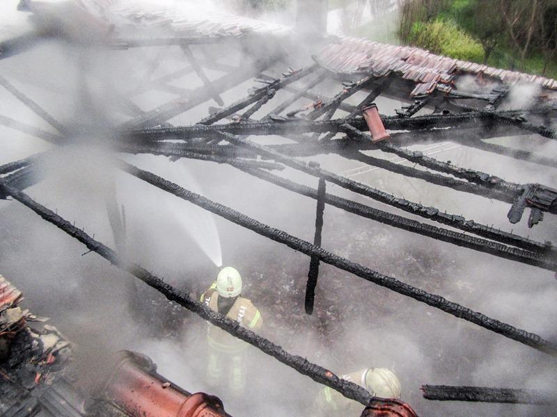 Beylikdüzünde metruk bina yangını - Haberler - İstanbul İtfaiyesi