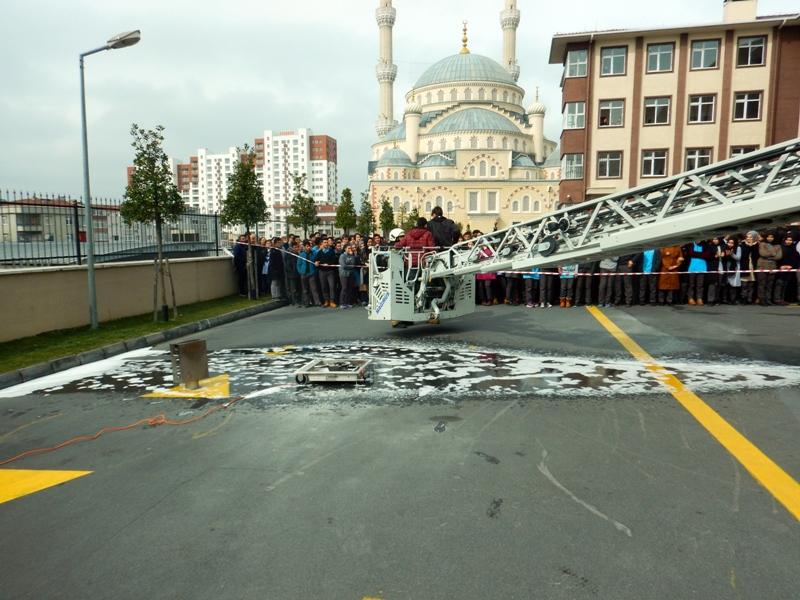 İstanbul İtfaiyesi eğitim ve tatbikatlara devam ediyor - Haberler - İstanbul İtfaiyesi