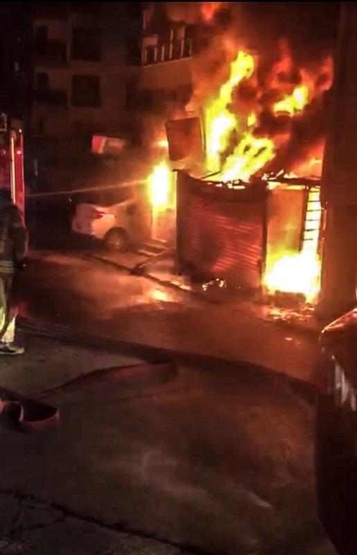 Maltepede depo yangını - Haberler - İstanbul İtfaiyesi