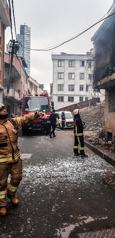 Şişlide metruk bina yangını - Haberler - İstanbul İtfaiyesi