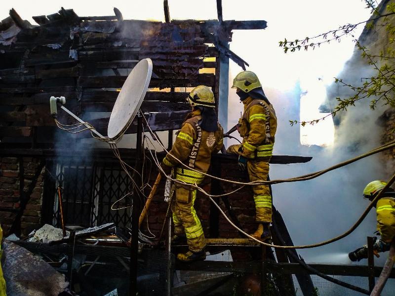 Beyoğlunda metruk gecekondu yangını - Haberler - İstanbul İtfaiyesi
