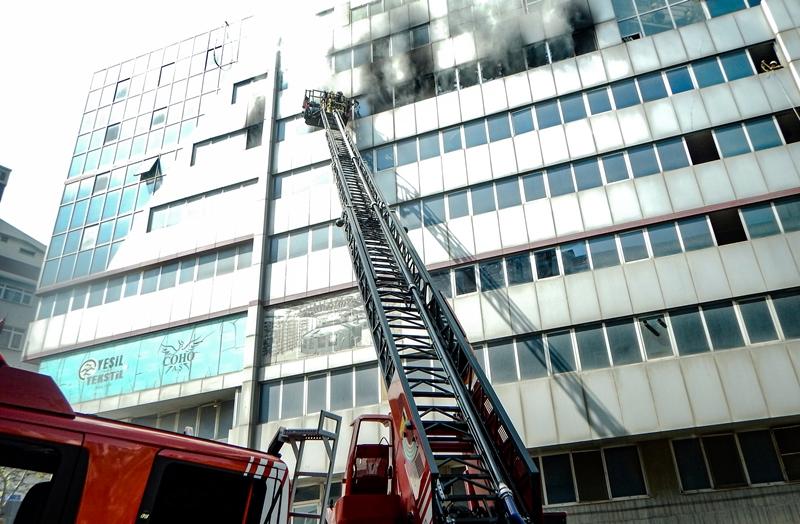 Sultangazide iş yeri yangını - Haberler - İstanbul İtfaiyesi