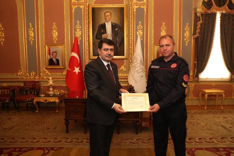 İstanbul Valisi Vasip Şahinden İBB İtfaiyesine teşekkür - Haberler - İstanbul İtfaiyesi