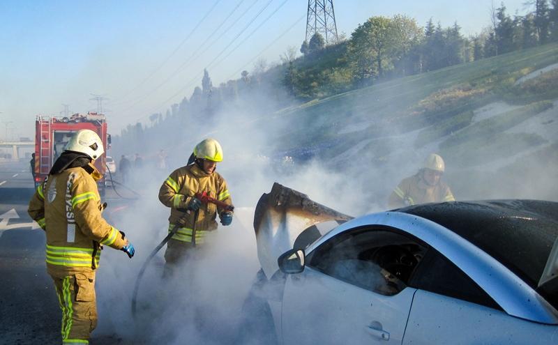 Bayrampaşada araç yangını - Haberler - İstanbul İtfaiyesi