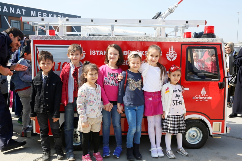 Yenikapıda 23 Nisan İstanbul çocuk festivali coşkusu - Haberler - İstanbul İtfaiyesi
