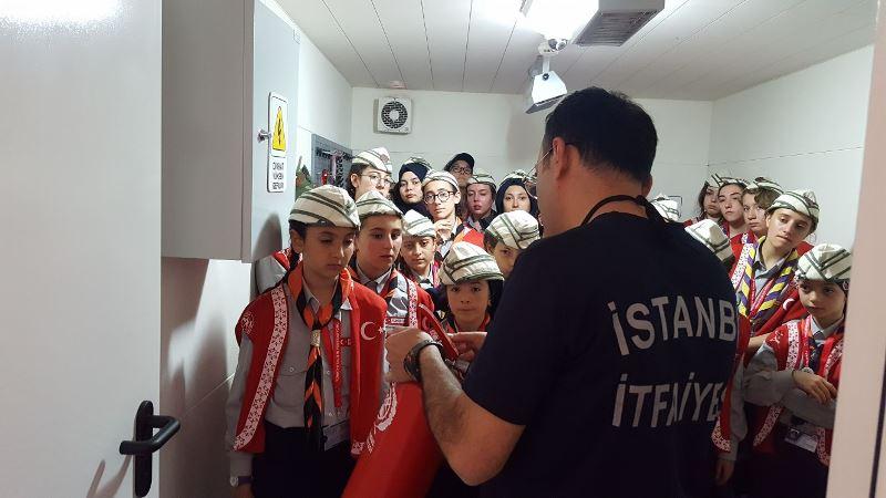 İBB İzcileri 57. Alaya vefa için yürüdü - Haberler - İstanbul İtfaiyesi