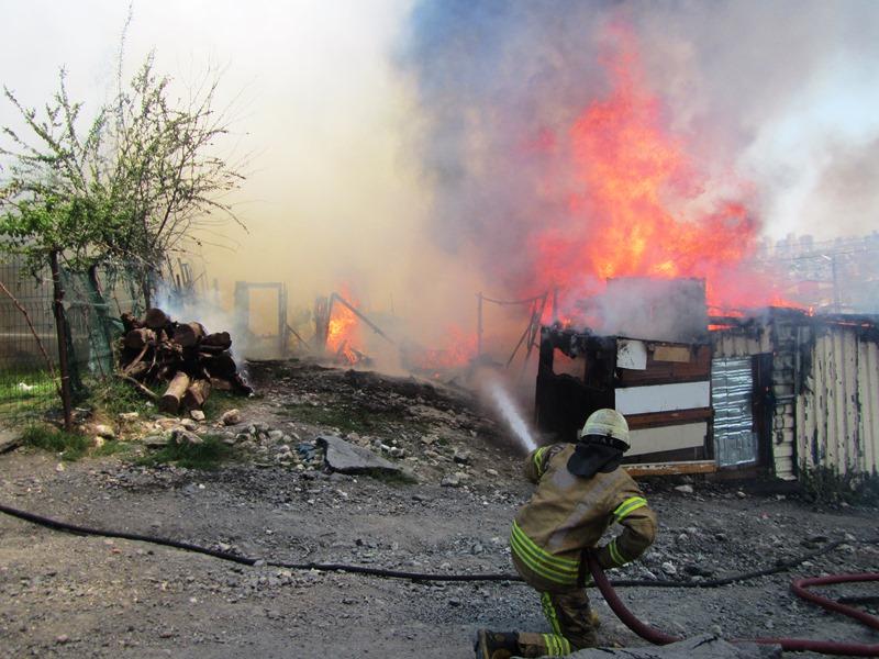 Başakşehirde gecekondu yangını - Haberler - İstanbul İtfaiyesi