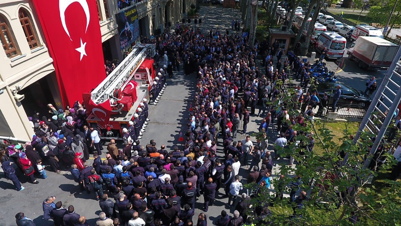 Şehit İtfaiye Onbaşı TANER ÇEBİyi ebedi istirahatgahına uğurladık - Haberler - İstanbul İtfaiyesi