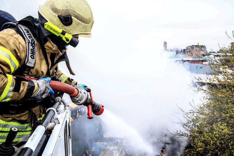 Mevlanakapıda gecekondu yangını - Haberler - İstanbul İtfaiyesi