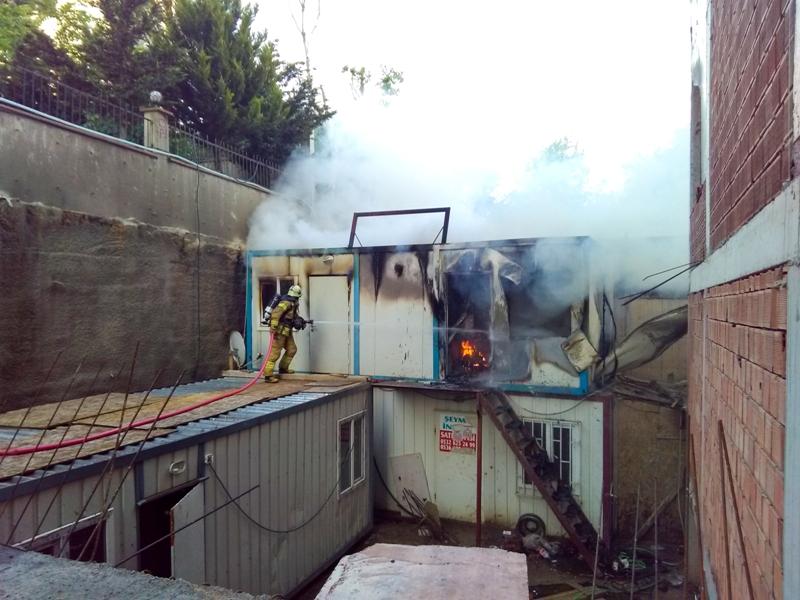 Kartalda konteyner yangını - Haberler - İstanbul İtfaiyesi