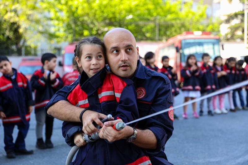 Minik kardeşlerimiz hem eğlendiler hem öğrendiler - Haberler - İstanbul İtfaiyesi