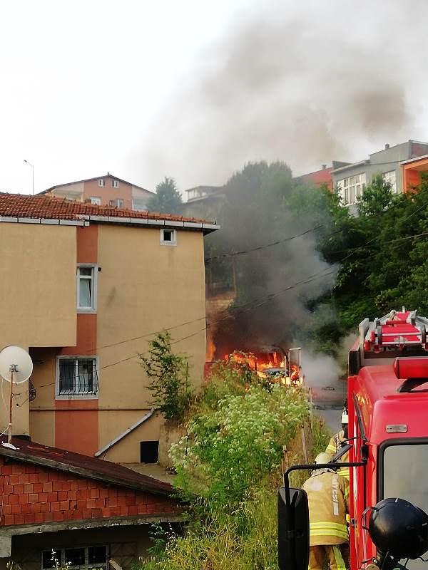 Çengelköyde araç yangını - Haberler - İstanbul İtfaiyesi
