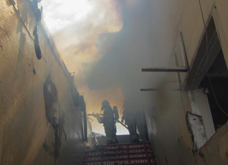 Tuzlada metruk bina yangını - Haberler - İstanbul İtfaiyesi