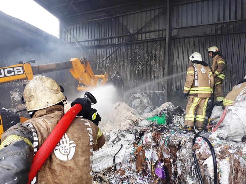 Yenibosnada kağıt fabrikası yangını - Haberler - İstanbul İtfaiyesi