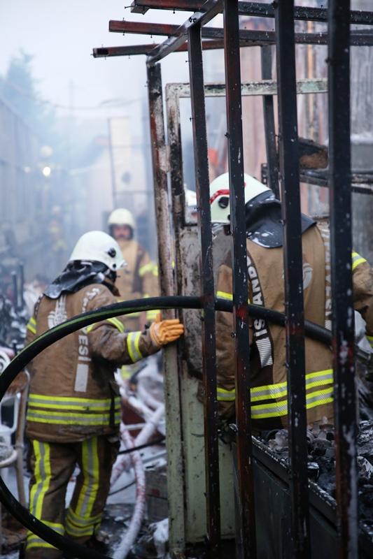 Kemerburgazda işyeri yangını - Haberler - İstanbul İtfaiyesi