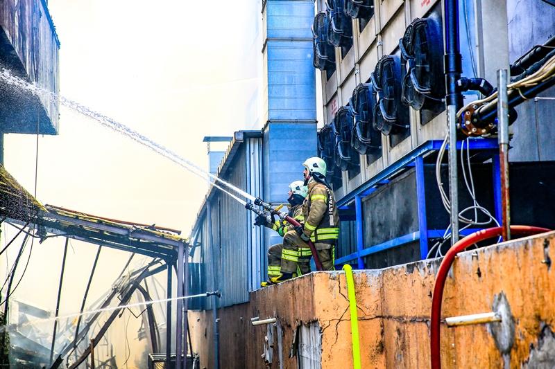 Zeytinburnunda fabrika yangını - Haberler - İstanbul İtfaiyesi