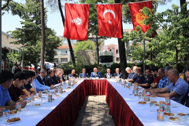 Başkan UYSAL, bayramda çalışan İBB personeliyle bayramlaştı - Haberler - İstanbul İtfaiyesi