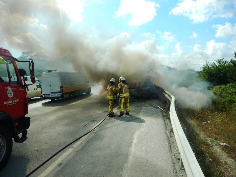 Arnavutköyde araç yangını - Haberler - İstanbul İtfaiyesi