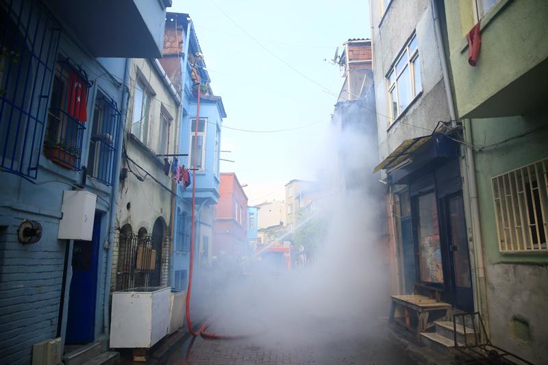 Aksarayda ahşap bina yangını - Haberler - İstanbul İtfaiyesi