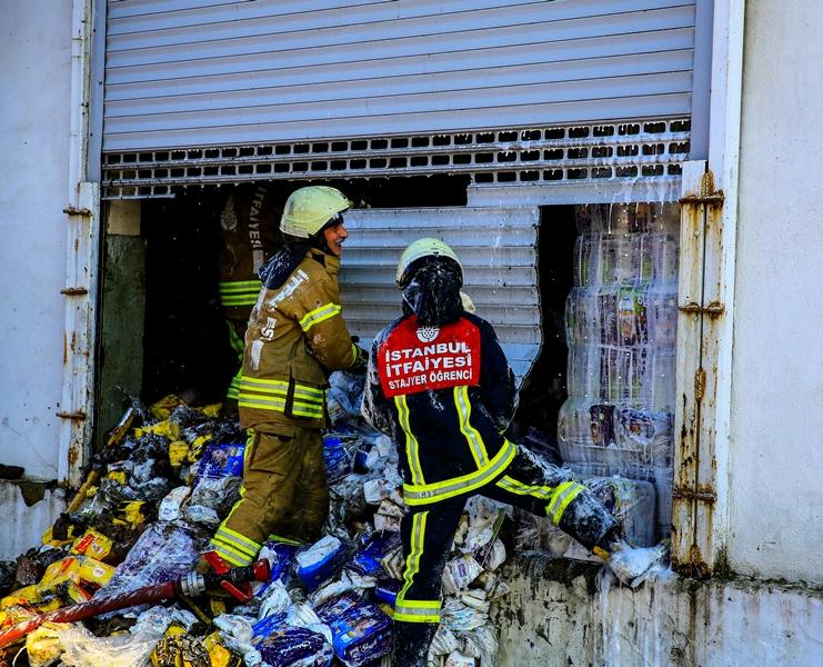 Avcılarda iş yeri yangını - Haberler - İstanbul İtfaiyesi