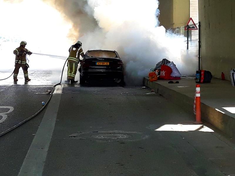 Kadıköyde araç yangını - Haberler - İstanbul İtfaiyesi