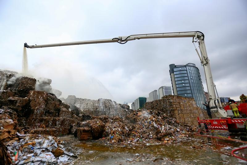 Halkalıda fabrika yangını - Haberler - İstanbul İtfaiyesi