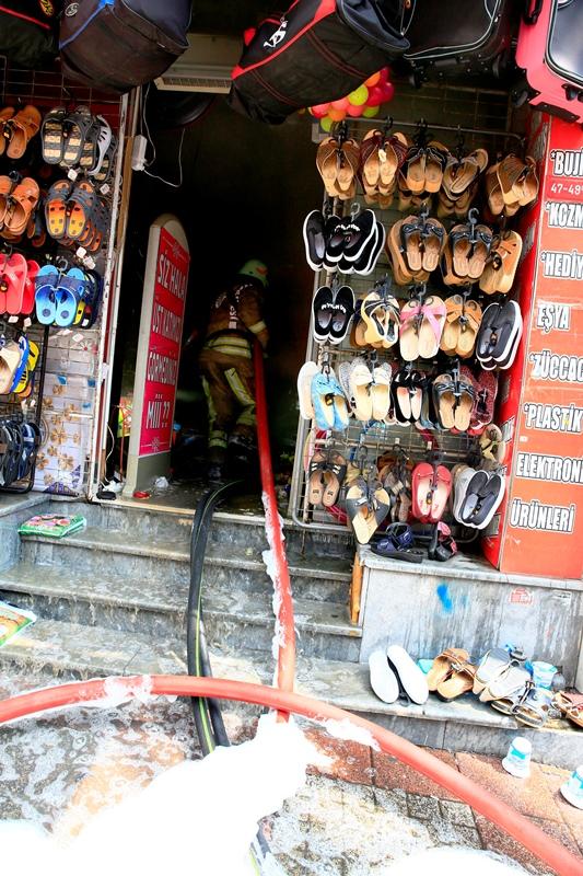 Fatihte depo yangını - Haberler - İstanbul İtfaiyesi