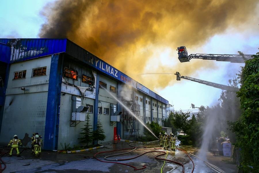 Arnavutköyde işyeri yangını - Haberler - İstanbul İtfaiyesi