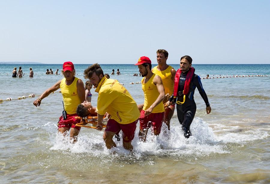 İBB cankurtaranları hafta sonu 447 kişiyi boğulmaktan kurtardı - Haberler - İstanbul İtfaiyesi