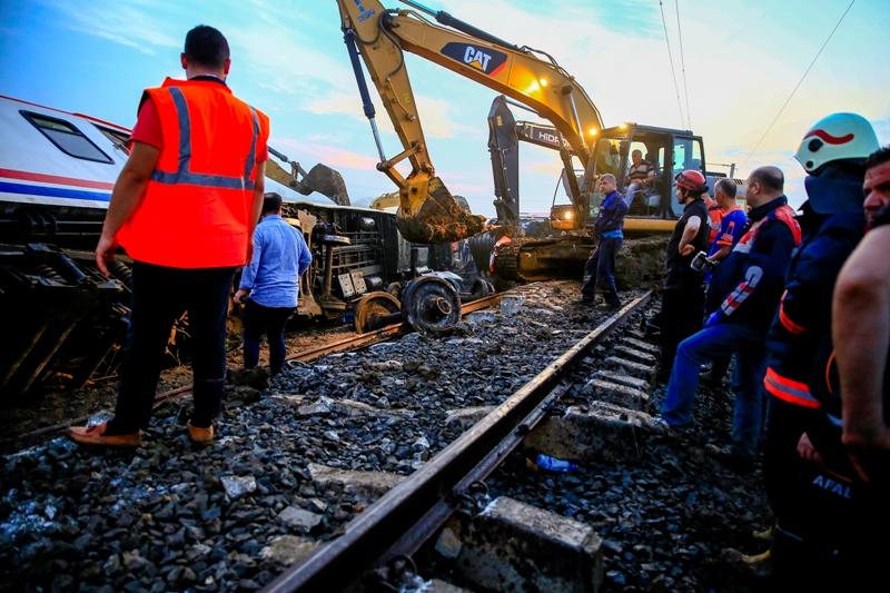İBB Tekirdağdaki tren kazasına müdahale için seferber oldu - Haberler - İstanbul İtfaiyesi