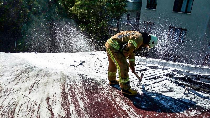 Ramide çatı yangını - Haberler - İstanbul İtfaiyesi