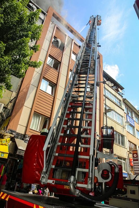 Hasekide çatı yangını - Haberler - İstanbul İtfaiyesi