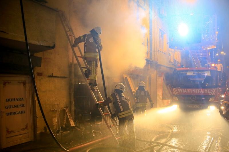 Kasımpaşada ahşap bina yangını - Haberler - İstanbul İtfaiyesi