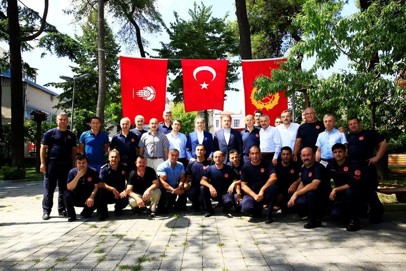 Genel Sekreterimiz Hayri BARAÇLI itfaiye personeliyle bayramlaştı - Haberler - İstanbul İtfaiyesi