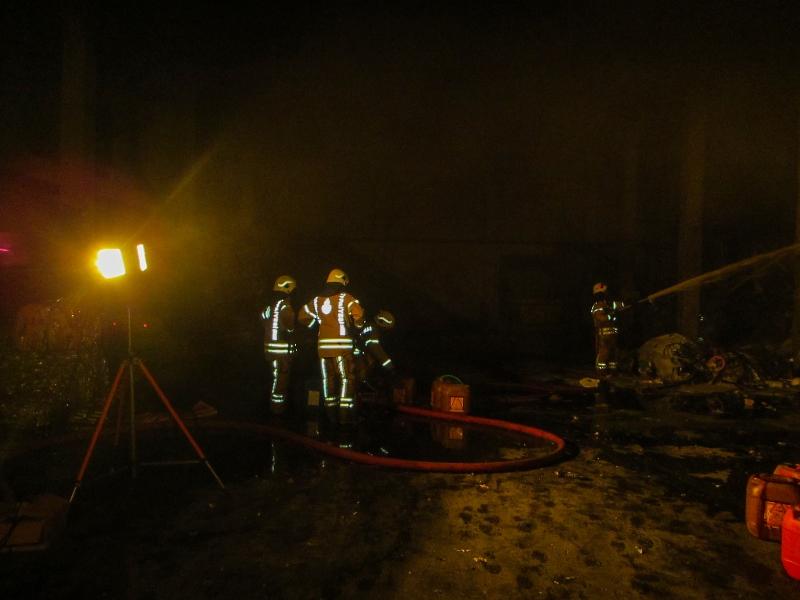 Tuzlada iş yeri yangını - Haberler - İstanbul İtfaiyesi