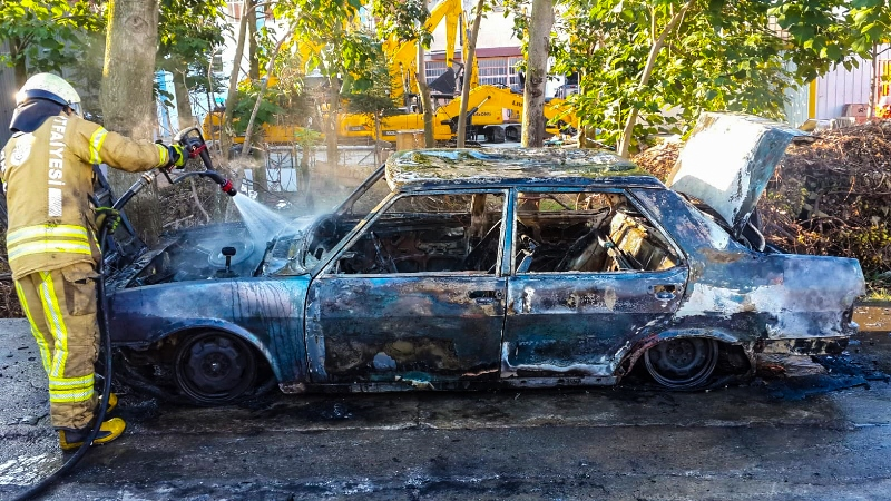 Orhanlıda araç yangını - Haberler - İstanbul İtfaiyesi