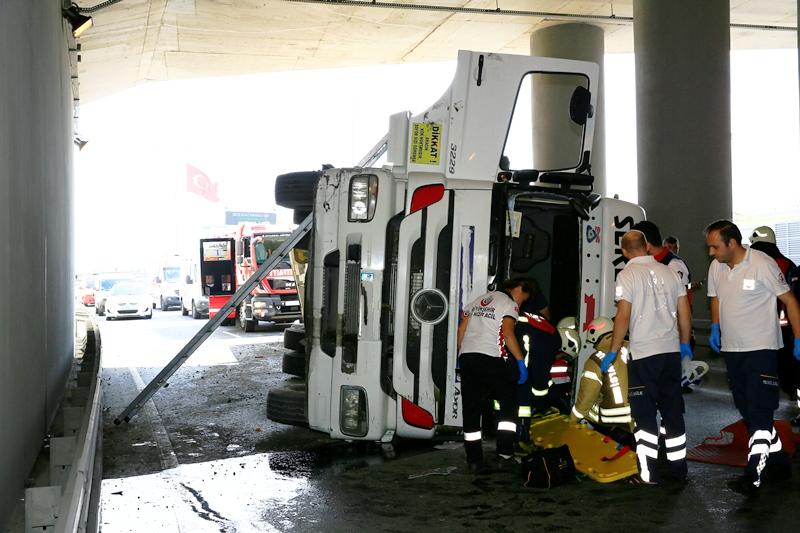 Yenikapıda trafik kazası - Haberler - İstanbul İtfaiyesi